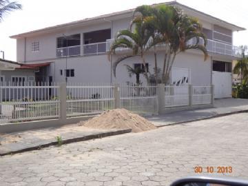 5 Dormitórios / 1 suíte Garagem para 3 carros Dependência de empregados