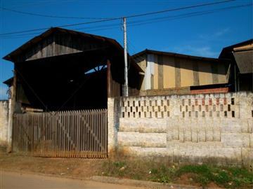 Barracões no bairro Vila São Paulo na cidade de Capão Bonito