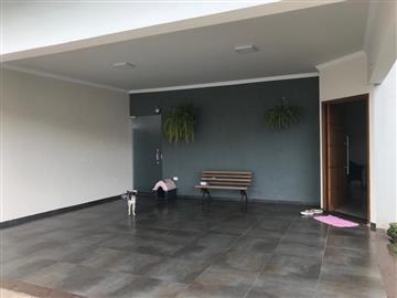 Casas  Ourinhos R$495.000,00
