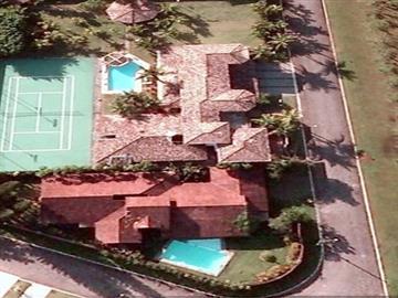 CASA NO LITORAL NO LITORAL AT 3.000m² AC 1.200m² Guarujá Jardim Acapulco