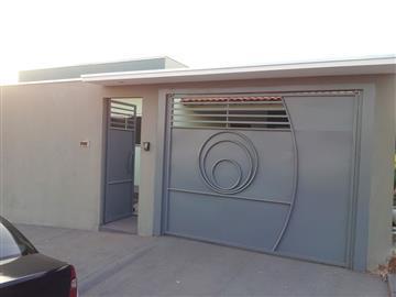 3 Dormitórios / 1 suíte Garagem para 4 carros Churrasqueira