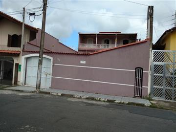 3 Dormitórios / 1 suíte Garagem para 3 carros Edícula