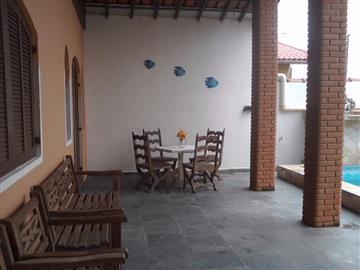 Casas no bairro Balneário Tupy na cidade de Itanhaem