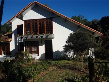 Casas  Nova Friburgo R$1.400.000,00