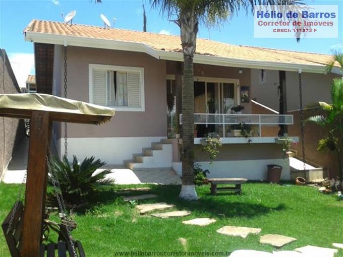Casas em Atibaia no bairro Jardim dos Pinheiros