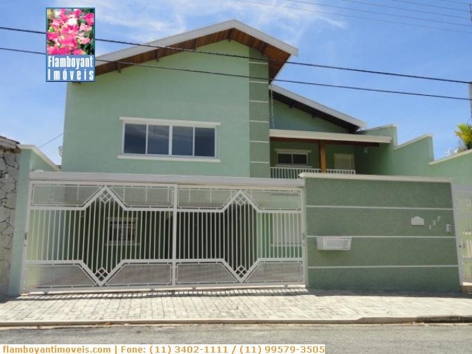 Casas em Atibaia no bairro Jardim Tapajós