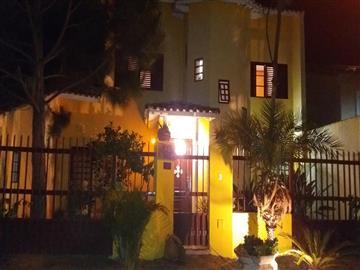 Casas no bairro Jardim Maristela na cidade de Atibaia