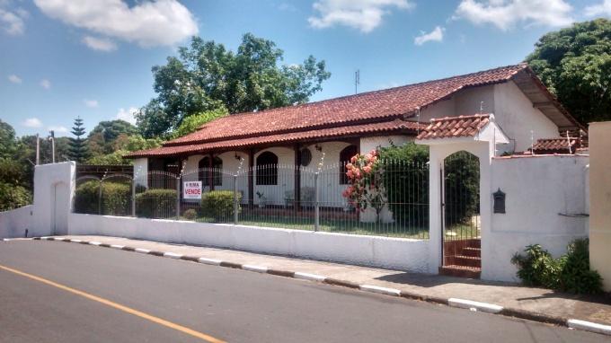 Casas em Registro no bairro Jardim San Conrado
