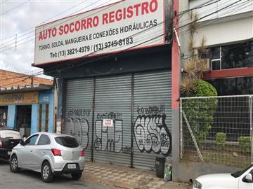 Barracões no bairro Vila Tupí na cidade de Registro