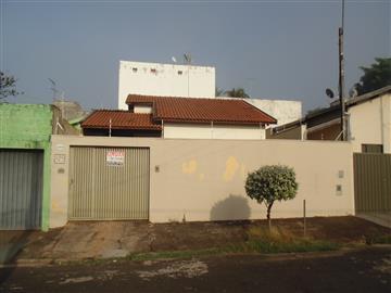 Casas no bairro Jardim Universal na cidade de Araraquara