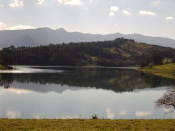 Sítio na Represa em Piracaia Represa  4 dormitórios R$        1.600.000,00